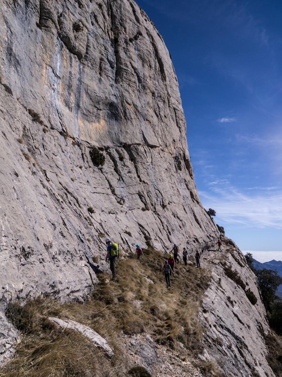 Feixa entre verticals parets per sota i també per sobre